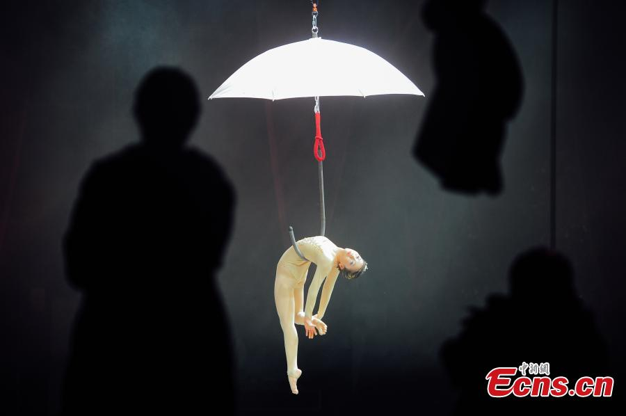 Photo taken on Dec. 10, 2018 shows the first China Dancing in Midair Championship in Tianjin. The two-day competition attracted 57 contestants in seven events where they performed with different items suspended in midair, such as belts, hammock, rings and net. (Photo: China News Service/Tong Yu)