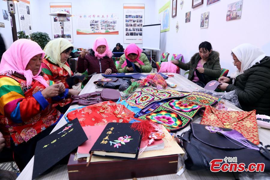Ethnic Tu women share ideas on \