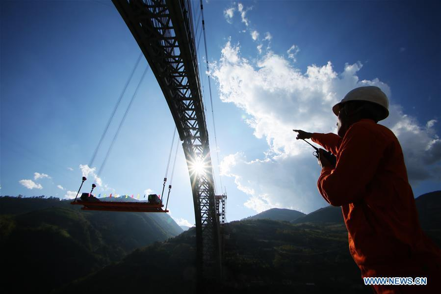 Photo taken on Dec. 9, 2018 shows the construction site of a railway arch bridge across the Nujiang River in southwest China\'s Yunnan Province. With a grand arch bridge erected on Monday morning, Chinese constructors have built the longest-spanning railway arch bridge with a single span of 490 meters. The bridge is a key project of the 220-km-long Dali-Ruili railway which is a key section of the China-Myanmar international railway corridor linking Kunming, the provincial capital of Yunnan, with Yangon of Myanmar. (Xinhua)