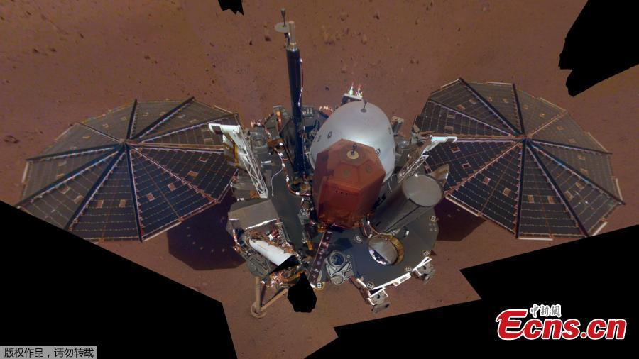This is NASA InSight\'s first selfie on Mars. It displays the lander\'s solar panels and deck. On top of the deck are its science instruments, weather sensor booms and UHF antenna. The selfie was taken on Dec. 6, 2018. (Photo/Agencies)