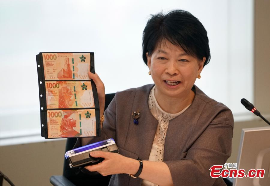 Lydia Chan Yip Siu-ming, head of currency and settlement at the Hong Kong Monetary Authority (HKMA), shows the new HK$1,000 banknotes in Hong Kong, Dec. 11, 2018. The Hong Kong Monetary Authority and the three note-issuing banks announced that the 2018 new series HK$1,000 notes and HK$500 notes will be issued into circulation on Dec. 12 and Jan. 23 respectively. (Photo: China News Service/Zhang Wei)