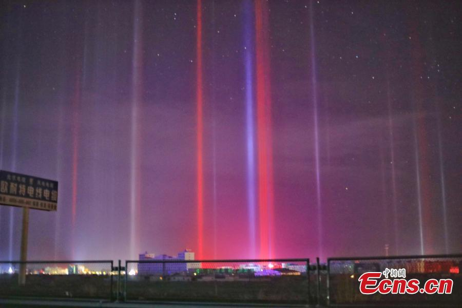 Breathtaking light poles appear in Haixi Mongolian and Tibetan Autonomous Prefecture in Northwest China\'s Qinghai Province, Dec. 13, 2018. Natural light poles can only be seen at nights during very cold weather (the temperature of -20 Celsius degrees or lower). (Photo provided to China News Service/Sun Si)
