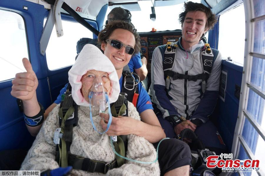 Irene O\'Shea and jump instructor Jed Smith react before skydiving above Langhorne Creek, Australia on December 9, 2018. (Photo/Agencies)