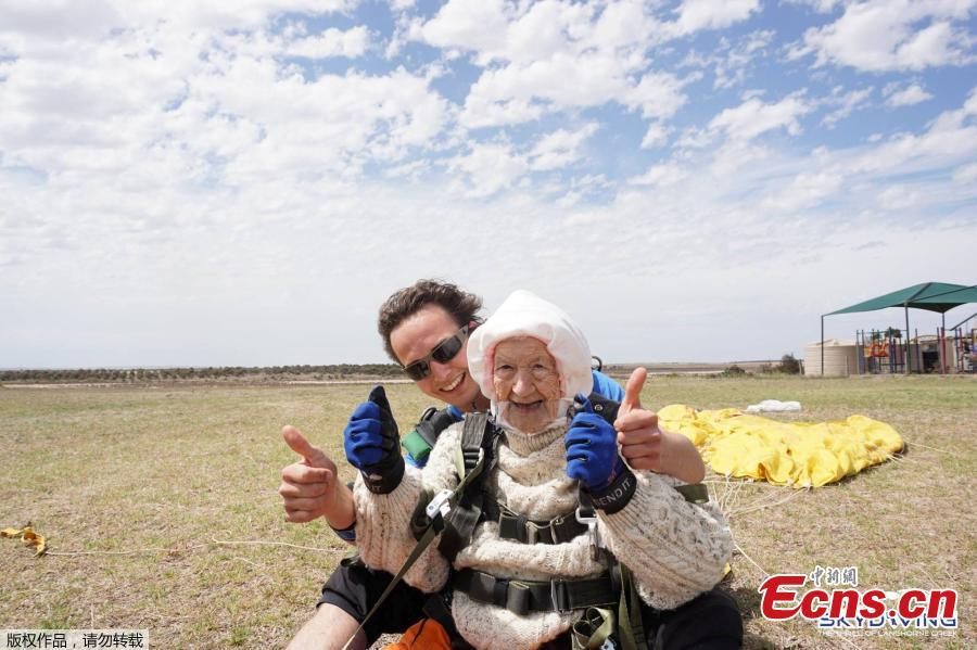 Irene O\'Shea and jump instructor Jed Smith react after skydiving above Langhorne Creek, Australia on December 9, 2018. (Photo/Agencies)