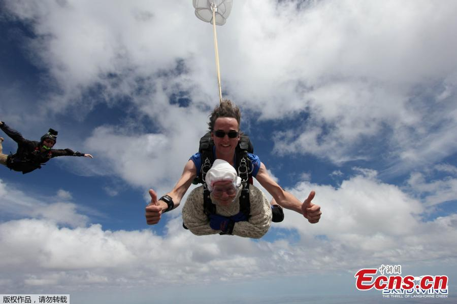Irene O\'Shea takes part in skydive with jump instructor Jed Smith above Langhorne Creek, Australia on December 9, 2018. (Photo/Agencies)     A 102-year-old great-grandmother is believed to have become the world's oldest skydiver after plunging 14,000 feet (4,300 metres) through the South Australian sky. Irene O'Shea first skydived on her 100th birthday, and has been jumping every year since. This was the second year she was skydiving to raise awareness for motor neuron disease which claimed her daughter's life 10 years ago.