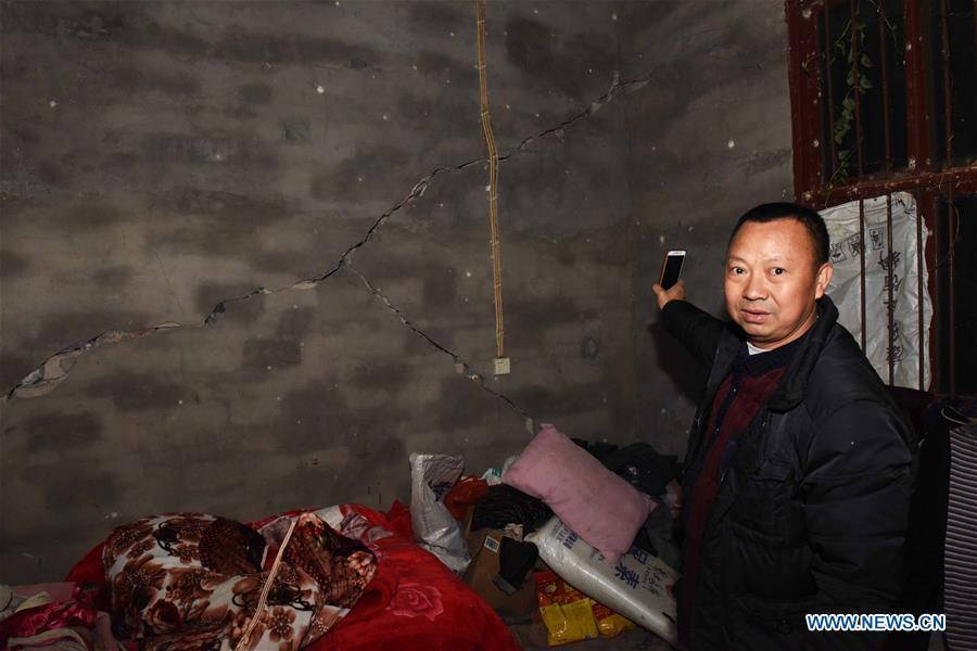 A villager shows a cracked wall in his home after a 5.7 magnitude earthquake in Luopu Village, Zhoujia Township of Xingwen County, southwest China\'s Sichuan Province, Dec. 16, 2018. China\'s emergency regulator on Sunday initiated a national emergency response to a magnitude 5.7 earthquake in southwest China\'s Sichuan Province. The earthquake hit the county of Xingwen in the city of Yibin, Sichuan Province, at 12:46 p.m. Sunday, with a depth of 12 km, according to the local government. By 5:30 p.m. Sunday, 16 people had been reported injured in the earthquake, the ministry said. (Xinhua/Zhang Kefan)