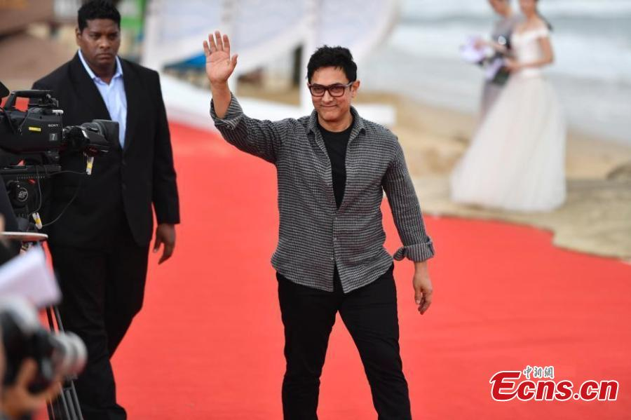 Indian film actor Aamir Khan arrives for the first Hainan International Film Festival in Sanya City, Hainan Province, Dec. 16, 2018. The film festival is one of a series of events in Hainan as the city seeks to build itself into a pilot free trade zone and a free trade port. (Photo: China News Service/Luo Yunfei)