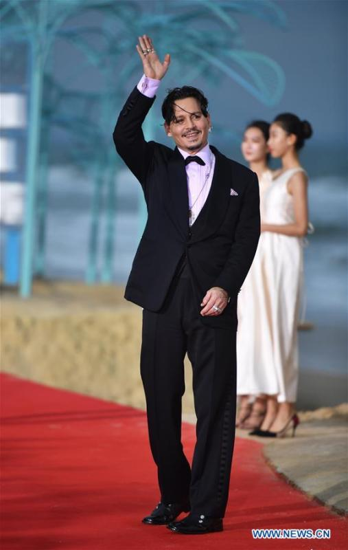 Actor Johnny Depp appears on the red carpet ceremony of the first Hainan International Film Festival in Sanya, south China\'s Hainan Province, Dec. 16, 2018. The first Hainan International Film Festival closed on Sunday in the tropical coastal city of Sanya in the country\'s southern-most island province of Hainan. The film festival is one of Hainan\'s first series of projects in building itself into a pilot free trade zone and a free trade port. (Xinhua/Guo Cheng)