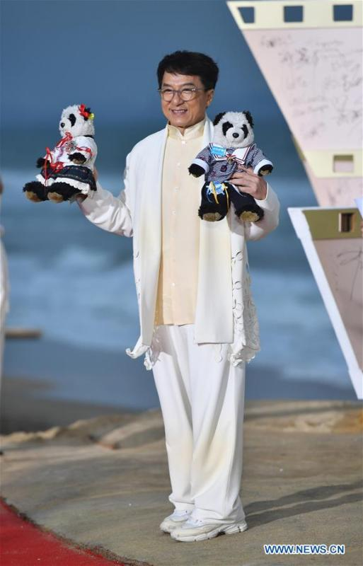 Actor Jackie Chan poses on the red carpet ceremony of the first Hainan International Film Festival in Sanya, south China\'s Hainan Province, Dec. 16, 2018. The first Hainan International Film Festival closed on Sunday in the tropical coastal city of Sanya in the country\'s southern-most island province of Hainan. The film festival is one of Hainan\'s first series of projects in building itself into a pilot free trade zone and a free trade port. (Xinhua/Guo Cheng)