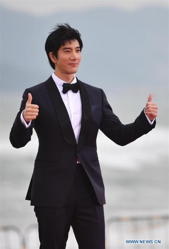 Singer Leehom Wang poses on the red carpet ceremony of the first Hainan International Film Festival in Sanya, south China\'s Hainan Province, Dec. 16, 2018. The first Hainan International Film Festival closed on Sunday in the tropical coastal city of Sanya in the country\'s southern-most island province of Hainan. The film festival is one of Hainan\'s first series of projects in building itself into a pilot free trade zone and a free trade port. (Xinhua/Guo Cheng)