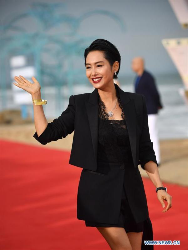 Actress Athena Chu poses on the red carpet ceremony of the first Hainan International Film Festival in Sanya, south China\'s Hainan Province, Dec. 16, 2018. The first Hainan International Film Festival closed on Sunday in the tropical coastal city of Sanya in the country\'s southern-most island province of Hainan. The film festival is one of Hainan\'s first series of projects in building itself into a pilot free trade zone and a free trade port. (Xinhua/Guo Cheng)