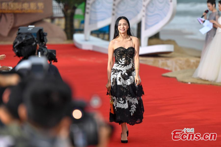 Actress Yao Chen arrives for the first Hainan International Film Festival in Sanya City, Hainan Province, Dec. 16, 2018. The film festival is one of a series of events in Hainan as the city seeks to build itself into a pilot free trade zone and a free trade port. (Photo: China News Service/Luo Yunfei)