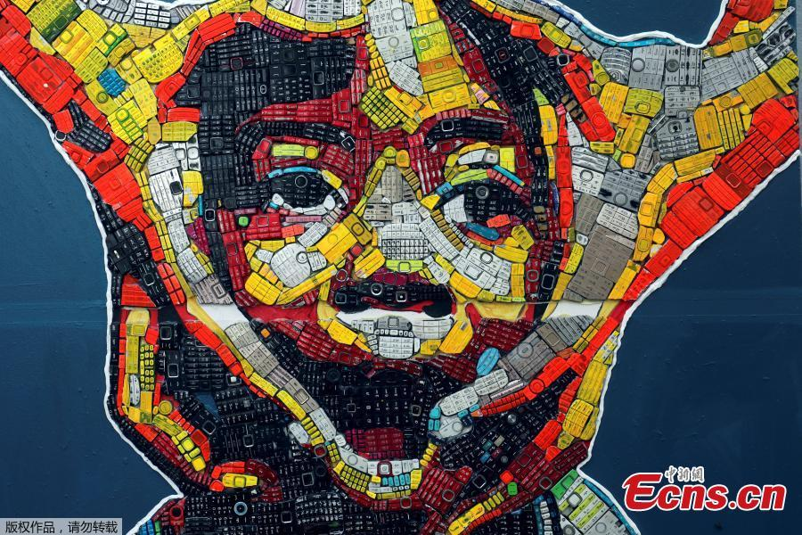 An artwork made with discarded phone keyboards is pictured at the workshop of 24-year-old artist Desire Koffi, in Abidjan, Ivory Coast Dec. 3, 2018. Desire Koffi often walks through Koumassi, a popular district of Ivory Coast\'s main city Abidjan, to collect old mobile phones that he buys from people for 500 CFA francs ($0.8726) a pair. Back home, he dismantles the phones with a hammer to pull out the screens and keyboards. He uses them for his paintings. One can take him up to three or five days of work. (Photo/Agencies)