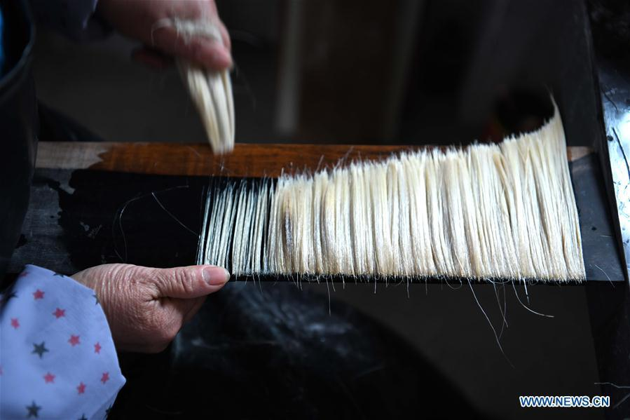 worker makes the Xuan ink brushes at a workshop in Huangcun Town of Jingxian County, east China\'s Anhui Province, Dec. 14, 2018. Huangcun Town has a long history of the Xuan ink brush making. The ink brush, ink, Chinese Xuan paper and ink slabs are four traditional writing materials of Chinese stationery. (Xinhua/Liu Junxi)