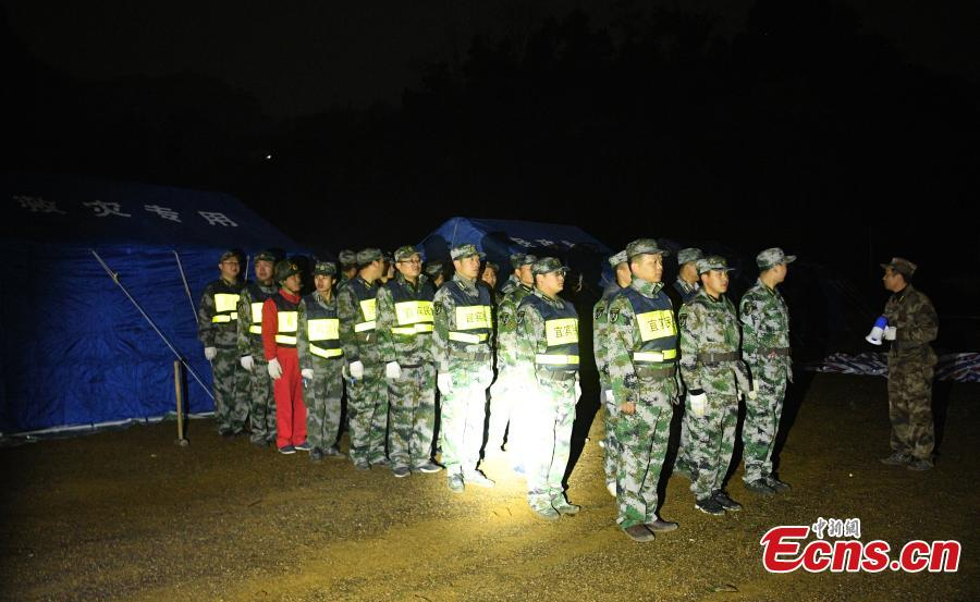 Rescuers help people affected by an earthquake at a temporary shelter in Xingwen County, Southwest China's Sichuan Province, Dec. 17, 2018. A magnitude 5.7 earthquake jolted the county Sunday. As at 5:30 p.m. Sunday, 16 people had been reported injured in the earthquake. (Photo: China News Service/Liu Zhongjun)