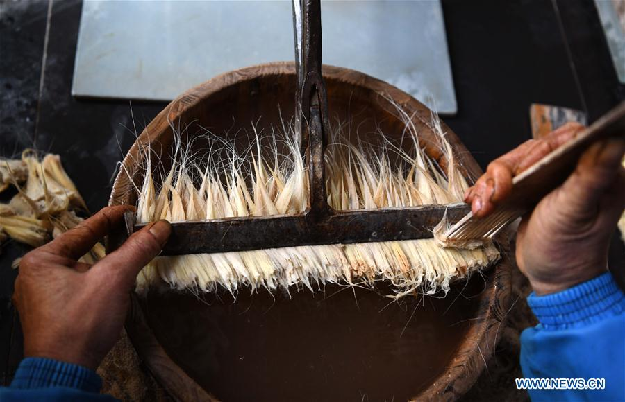 A worker makes the Xuan ink brushes at a workshop in Huangcun Town of Jingxian County, east China\'s Anhui Province, Dec. 14, 2018. Huangcun Town has a long history of the Xuan ink brush making. The ink brush, ink, Chinese Xuan paper and ink slabs are four traditional writing materials of Chinese stationery. (Xinhua/Liu Junxi)