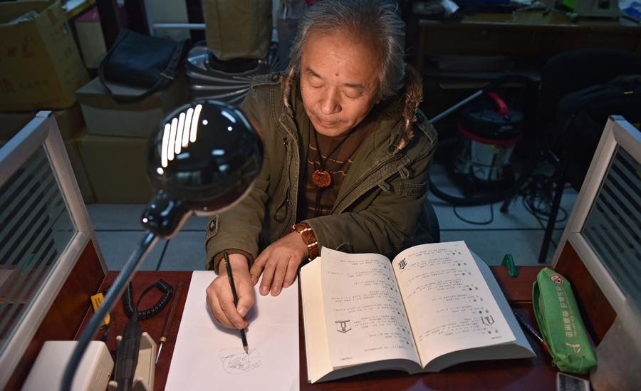 Han Zhiyao sketches his works at his studio in Dalian, Liaoning Province, on Dec. 12.