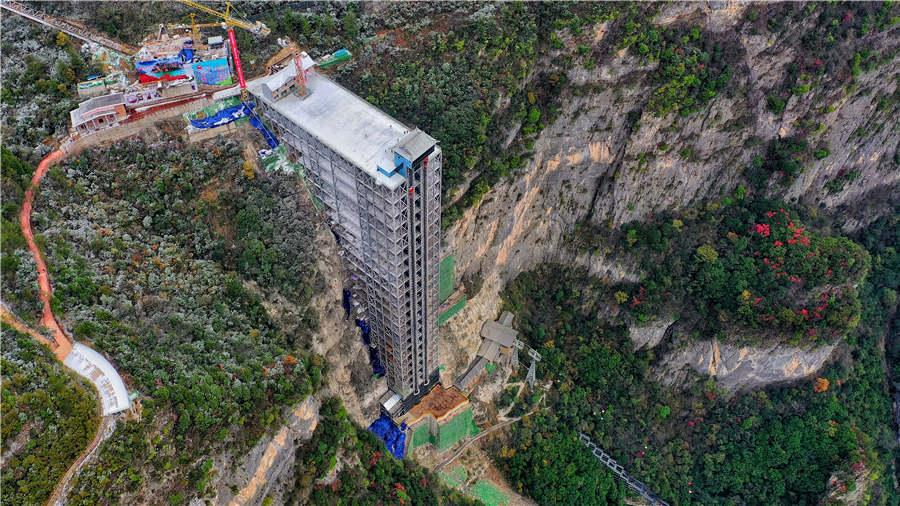 The goddess ladder has a vertical height of 222 meters at Wushan Mountain.  (Photo provided to chinadaily.com.cn)