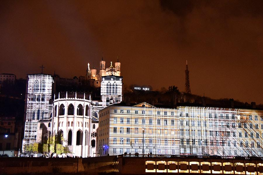 Traditional buildings in Lyon are decorated with amazing colors and patterns in celebration of the annual Lyon Festival of Lights. (Photo/chinadaily.om.cn)