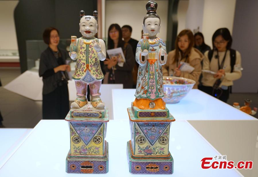 The Golden Splendors: 20th-Century Painted Porcelains of Hong Kong is underway at Hong Kong Heritage Museum, Dec. 18, 2018. As a world trading port in the 20th century, Hong Kong developed unique painted porcelain with diverse shapes and rich decorations using continually innovative techniques. The exhibition showcases painted porcelain made by local painters and factories, including vintage porcelain and armorial porcelain, produced mainly for export, as well as ceramic items for decoration and household use commonly found in Hong Kong. (Photo: China News Service/Zhang Wei)