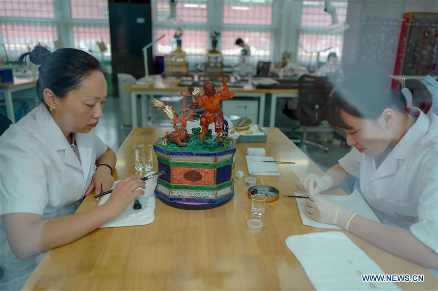 Staff workers repair museum collections at a hospital for conservation in the Palace Museum in Beijing, capital of China, June 9, 2018. (Xinhua/Liu Chan)