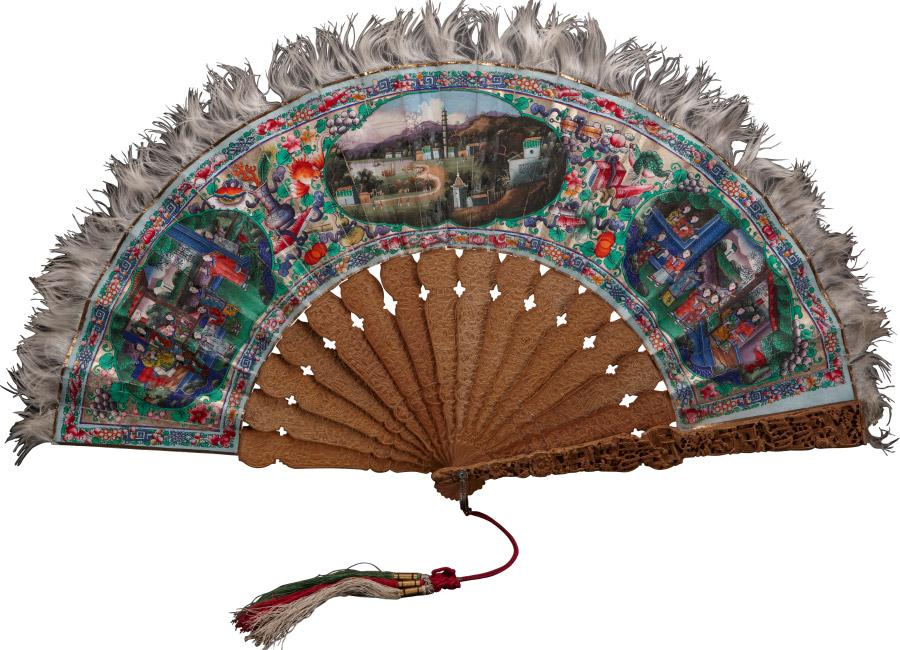 The fans combine Cantonese craftsmanship and Western esthetic tastes. (Photo provided to chinadaily.com.cn)  A total of 163 pieces or sets of exquisite fans made in China between the 18th and 20th centuries for foreign markets have been exhibited at Guangdong Museum in Guangzhou.  Made of materials such as ivory, silver, lacquer, hawksbill turtle shell, embroidery or sandalwood, these fans come in various shapes and show every stage in the history of export-oriented fan making.  The fans, born amid the foreign trade in the Qing Dynasty (1644-1911), were mostly made in Guangzhou, which was known as Canton back then, by combining Cantonese craftsmanship and Western esthetic tastes.
