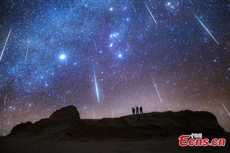 Photo taken by Tang Junlin shows stars ablaze in the night sky over the Yardang landform clusters in Haixi Mongol and Tibetan Autonomous Prefecture, Northwest China\'s Qinghai Province. (Photo: China News Service)