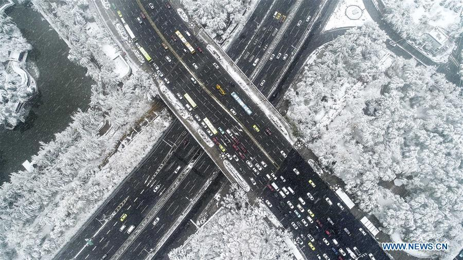 Photo taken on Oct. 18, 2018 shows the snow scenery in Urumqi, northwest China\'s Xinjiang Uygur Autonomous Region. Colors make our world bright and beautiful. In 2018, Xinhua photographers across China explored views from the sky with drones. Here are these drone photos with amazing colors. (Xinhua/Jiang Wenyao)