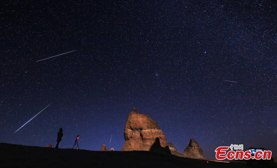 Photo taken by Bai Jikai shows the meteor show above the Yardang geopark in Haixi Mongol and Tibetan Autonomous Prefecture, Northwest China\'s Qinghai Province. (Photo: China News Service)