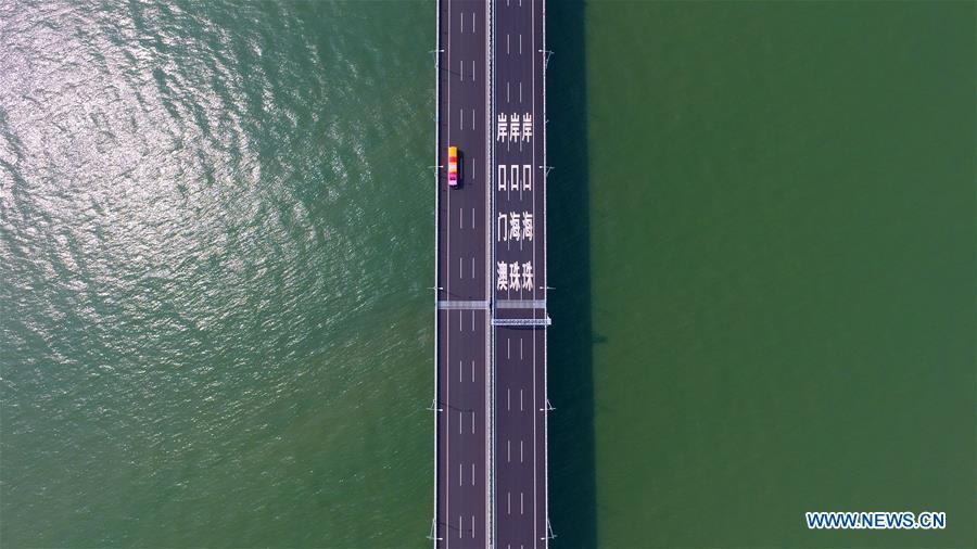 Aerial photo taken on Oct. 24, 2018 shows a bus running on the Hong Kong-Zhuhai-Macao Bridge. The living and working scenes of Chinese people in the past year have created a series of amazing views, some of which formed geometric figures. Those photos tell the development and progress of the country in 2018. (Xinhua/Liang Xu)