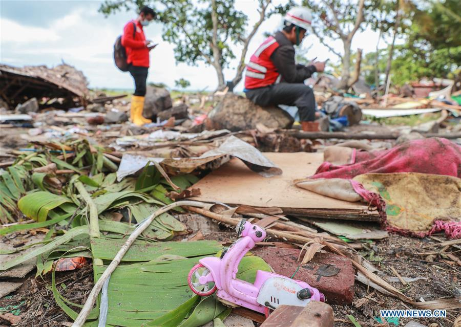 Rescuers work among debris in Banten Province, in Indonesia, Dec. 24, 2018. The Indonesian disaster agency on Monday put the death toll of the tsunami triggered by a volcanic eruption at 373 with 1,459 others injured, a spokesman of the agency told Xinhua on Monday. (Xinhua/Zhang Keren)