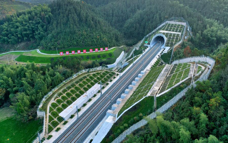 Hangzhou-Huangshan line opens on Dec. 25, 2018. (Photo/chinadaily.com.cn)  The new rail line will serve as a key route for tourists, and boost visitor numbers as there are seven 5A-level scenic spots including Huangshan Mountain, West Lake and Qiandao Lake, and over 50 4A-level tourist attractions along the route. China\'s tourist attractions are graded based on a rating scale by the Ministry of Culture and Tourism, with 5A being the highest rating. This development will bring further travel convenience for the country\'s tourists, the company said.  The route features nine stations, and trains will travel at a designated speed of 250 kilometers per hour. Construction began in September 2014, and the project was difficult due to the complex terrain along the route with numerous bridges and tunnels built.