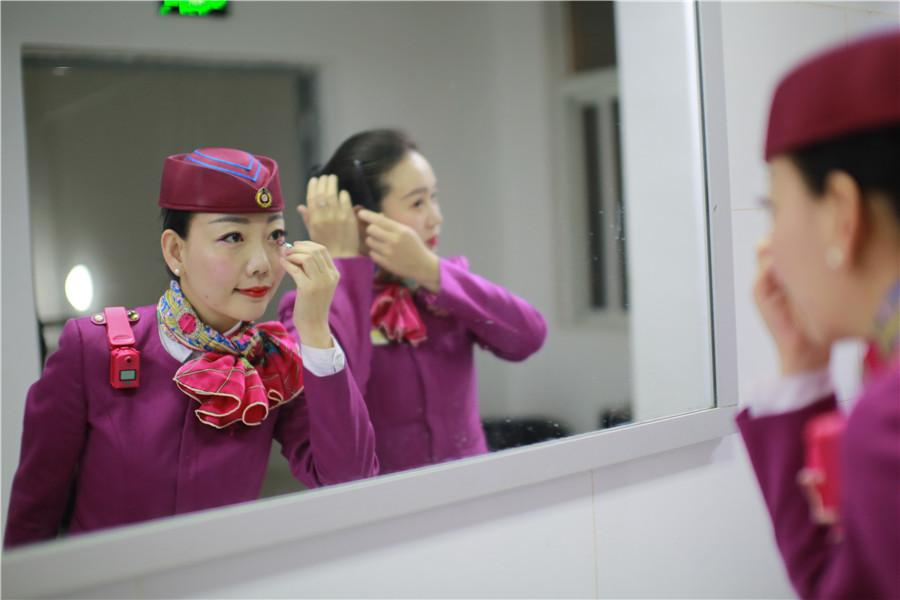 <?php echo strip_tags(addslashes(Liu puts on makeup before a day's work begins. She gets up at 6 a.m. everyday. (Photo provided to chinadaily.com.cn)
