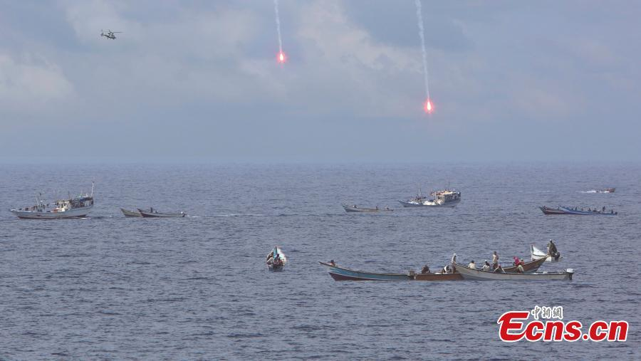 The 14th fleet of Chinese Navy warn away suspected pirate boats in 2013. (Photo: China News Service/Wang Changsong)