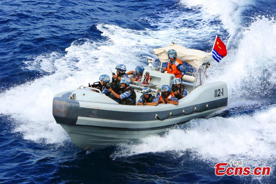 A speedboat of the Chinese Navy\'s 14th fleet in a mission in August 2013. (Photo: China News Service/Wang Changsong)