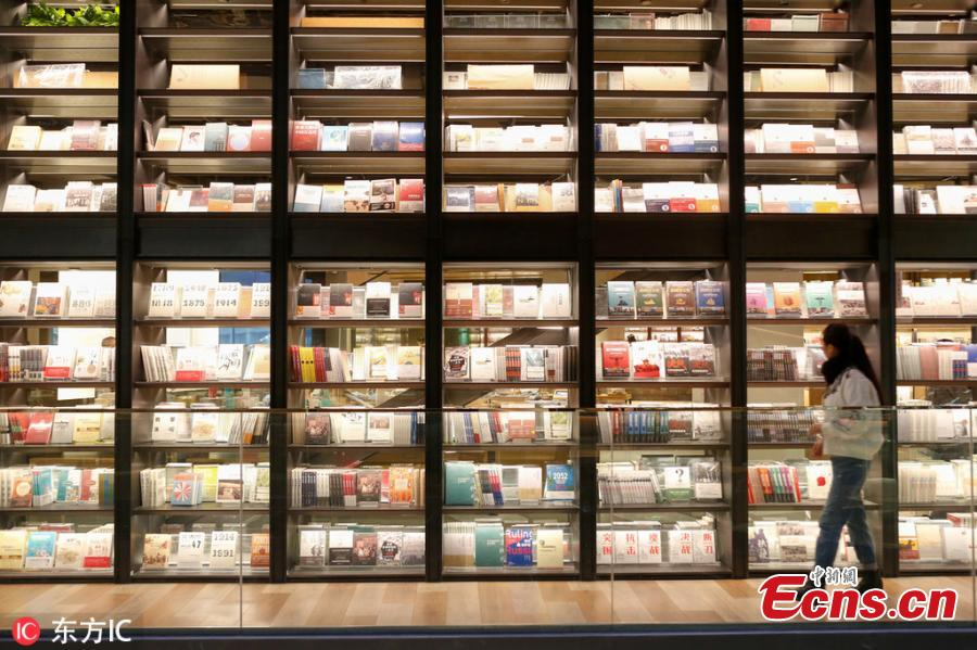 A view of the full bookshelves at a bookstore in Xi\'an City, Northwest China\'s Shaanxi Province. The four-floor bookstore houses 380,000 books on wall-mounted shelves that measure 240 meters long, creating a spectacular scene thanks to the use of glass. (Photo/IC)