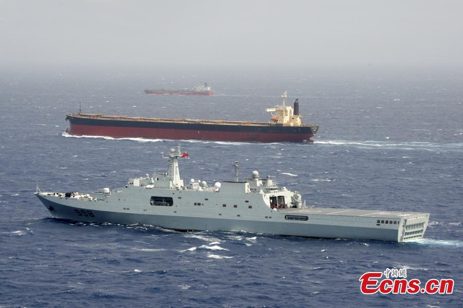 A warship of the 6th fleet of Chinese Navy in a mission in July 2010. (Photo provided to China News Service)