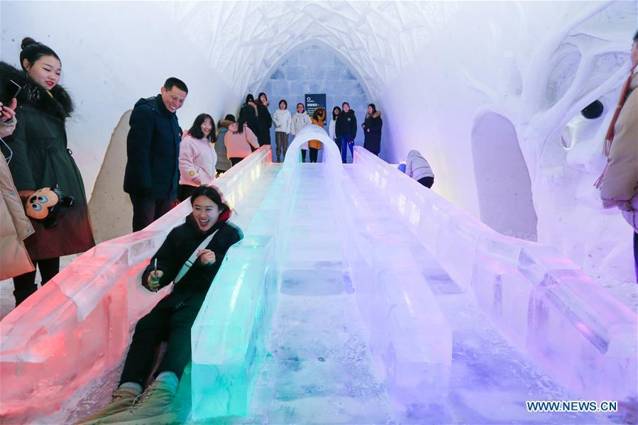 People play in the ice and snow hotel in Hailar of Hulun Buir, north China\'s Inner Mongolia Autonomous Region, Dec. 25, 2018. The hotel, made from 8,000 tons of ice and snow, attracts many tourists. (Xinhua/Yu Dongsheng)