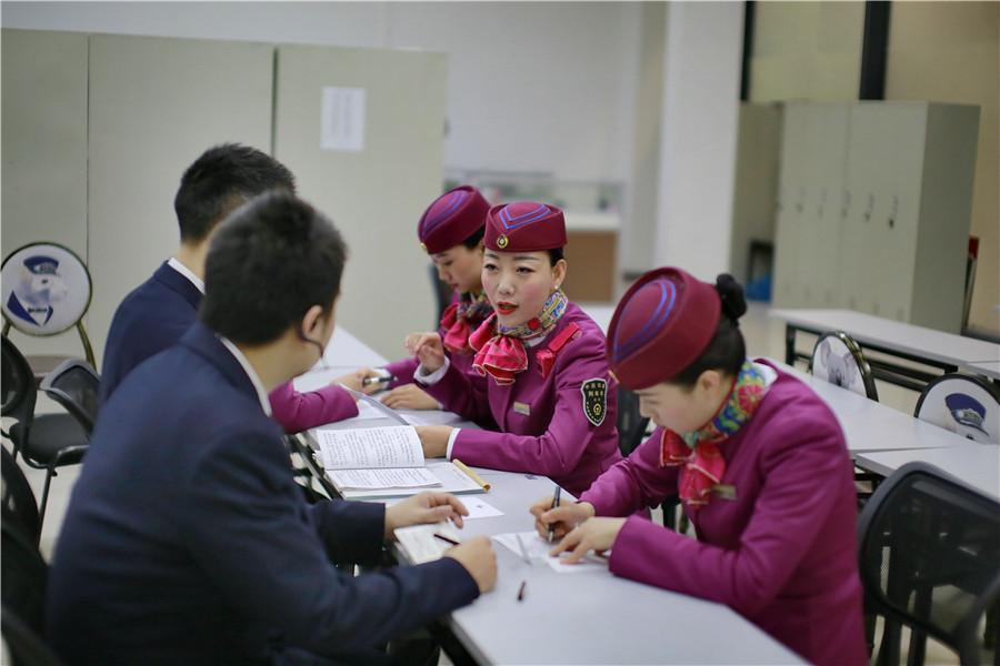 Liu and her colleagues attend a group learning session before a day\'s work.  (Photo provided to chinadaily.com.cn)