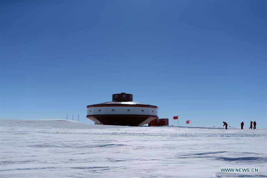 Chinese researchers for China\'s 35th Antarctic expedition work at the site of the Taishan Station in Antarctica on Dec. 26, 2018. China started on Wednesday the work of the second phase for the Taishan Station in Antarctica. (Xinhua/Liu Shiping)