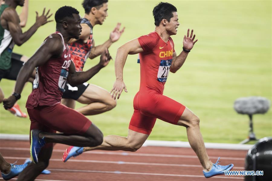 File photo taken on Aug. 26, 2018 shows Su Bingtian (1st R) of China competes during the men\'s 100m final of athletics at the Asian Games 2018 in Jakarta, Indonesia. Su Bingtian clocked 9.91 seconds in Madrid on June 14 and in Paris on June 30, twice equaling the 100m Asian record. (Xinhua/Wu Zhuang)