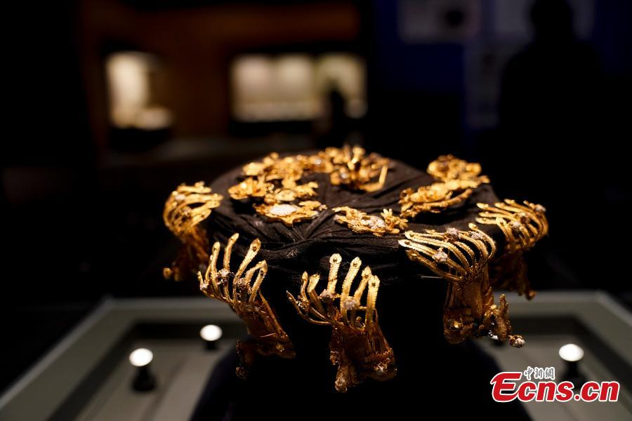 A Qing Dynasty (1644-1911) royal crown attracts attention at an exhibition showcasing relics once stolen but now recovered at the National Museum of China in Beijing, Dec. 26, 2018. The exhibition displays 750 precious artifacts retrieved during police efforts in recent years fighting crime involving stolen cultural treasures, which hail from Neolithic times through to the Qing Dynasty. (Photo: China News Service/Du Yang)