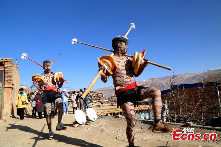 People of the Tu ethnic group perform the Wutu dance during a ceremony at Nianduhu village in Tongren County, Northwest China\'s Qinghai Province, December 26, 2018. The annual ceremony is held, between Nov. 5 to 20 in the lunar calendar, to dispel disease and exorcise evils. In ancient Chinese dialects, \