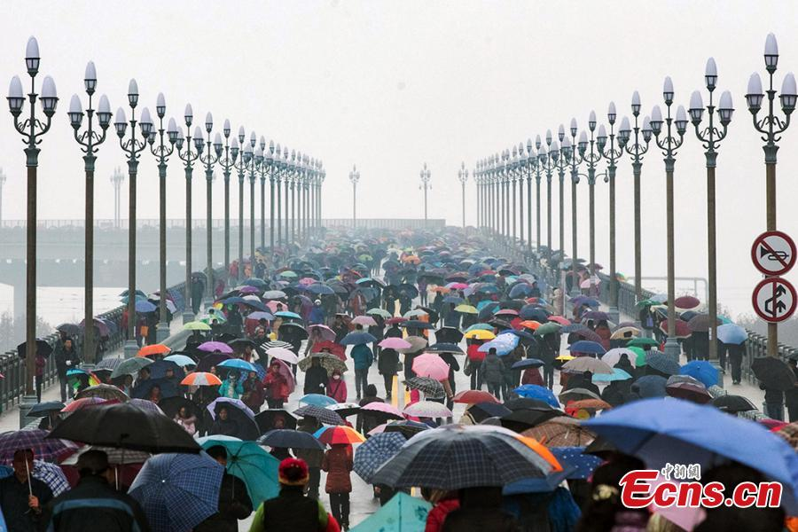 People visit the renovated Nanjing Yangtze River Bridge in Nanjing, capital of east China\'s Jiangsu Province, Dec. 26, 2018. Built half a century ago, the Nanjing Yangtze River Bridge is China\'s first double-decked road-rail truss bridge. It was reopened on Wednesday after a renovation of over two years. (Photo: China News Service/Yang Bo)