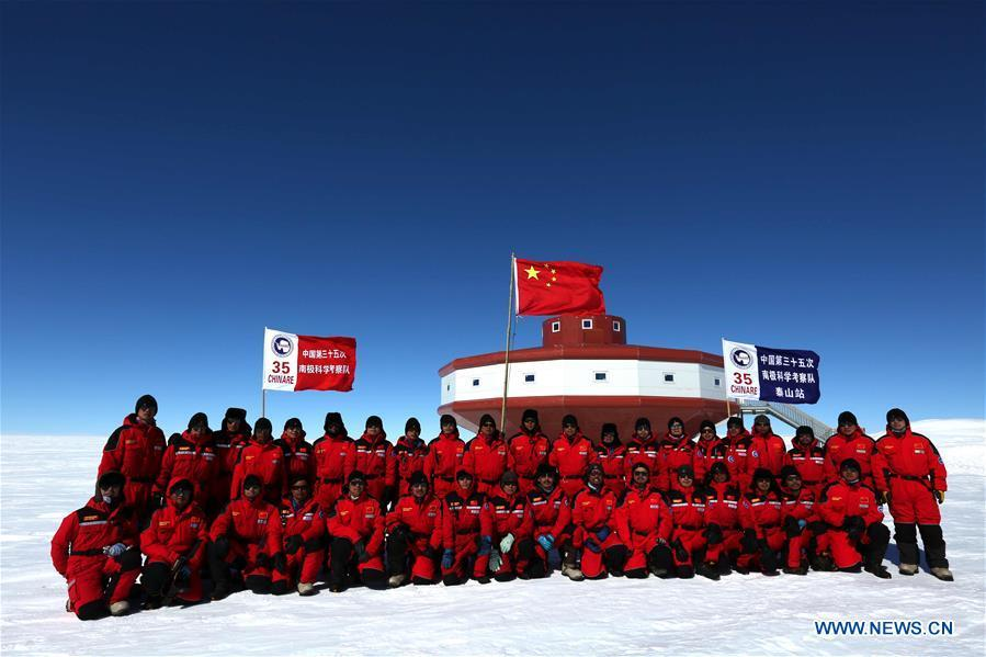 Inland expedition teams of Chinese researchers for China\'s 35th Antarctic expedition pose for photos before the main building of China\'s Taishan Station in Antarctica on Dec. 26, 2018. China started on Wednesday the work of the second phase for the Taishan Station in Antarctica. (Xinhua/Liu Shiping)