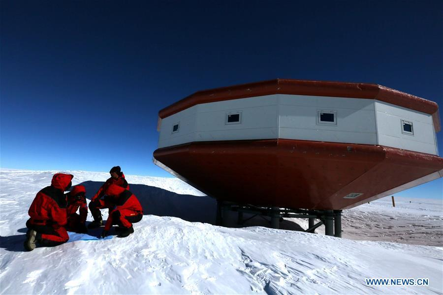 Chinese researchers for China\'s 35th Antarctic expedition discuss the work plans at China\'s Taishan Station in Antarctica, Dec. 26, 2018. China started on Wednesday the work of the second phase for the Taishan Station in Antarctica. (Xinhua/Liu Shiping)