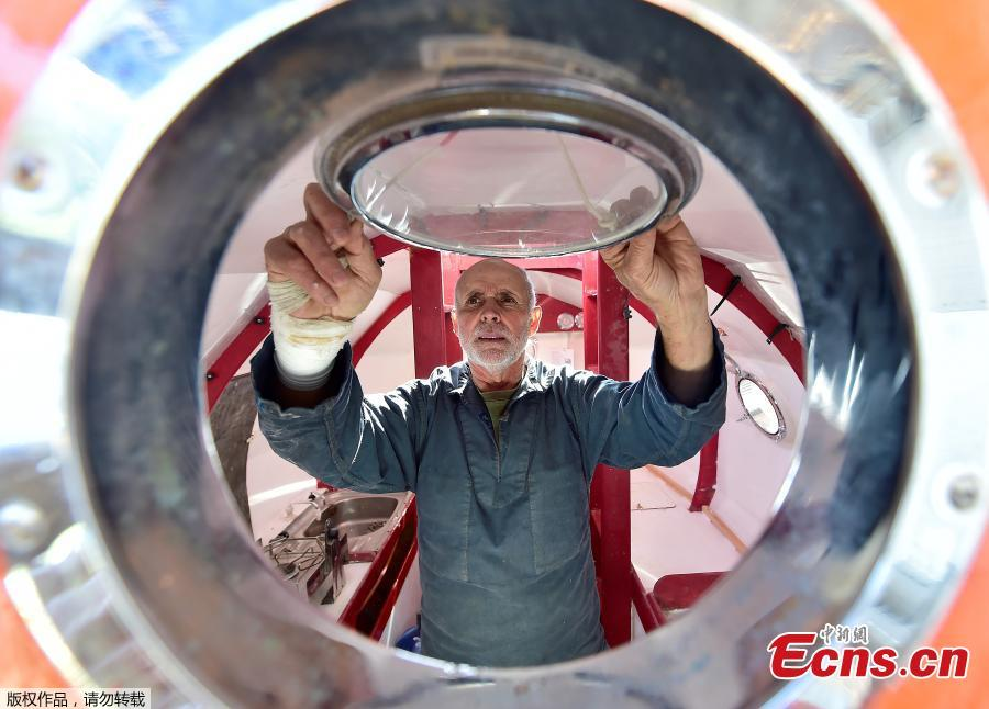 Jean-Jacques Savin, a former paratrooper, 71, works on the construction of a ship made from a barrel on Nov. 15, 2018 at the shipyard in Ares, southwestern France. The Frenchman has embarked on an epic journey across the Atlantic on a barrel-shaped capsule heading towards the Caribbean. (Photo/Agencies)