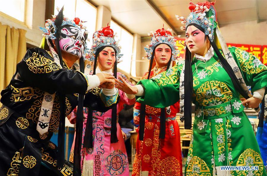 Jin opera actors perform during a dress rehearsal in Jingxing County, north China\'s Hebei Province, Dec. 28, 2018. Actors of the local Jin opera troupe are busy rehearsing for performances to greet the upcoming new year. (Xinhua/Zhang Xiuke)