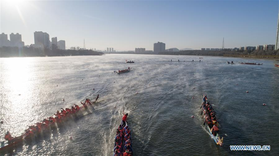 Teams of participants compete during a winter dragon boat race in Jilin City, northeast China\'s Jilin Province, Dec. 28, 2018. A total of 15 teams from home and abroad participated in the race on Friday. (Xinhua/Zhu Dapeng)