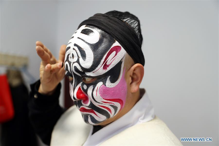 A Jin opera actor prepares for a dress rehearsal in Jingxing County, north China\'s Hebei Province, Dec. 28, 2018. Actors of the local Jin opera troupe are busy rehearsing for performances to greet the upcoming new year. (Xinhua/Zhang Xiuke)